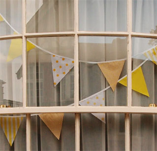 Bunting in window for TdF