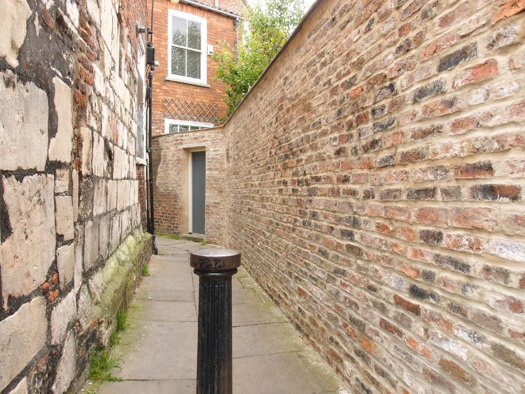Alleyway off St Andrewgate, June 2016