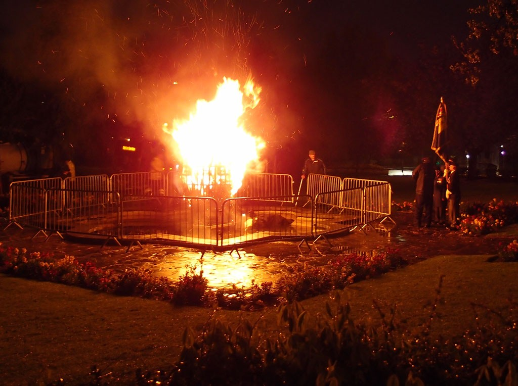 Beacon in centre of pond, 8 May 2015