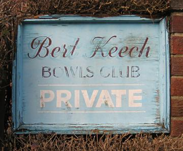 bert-keech-club-sign-1_280212_800
