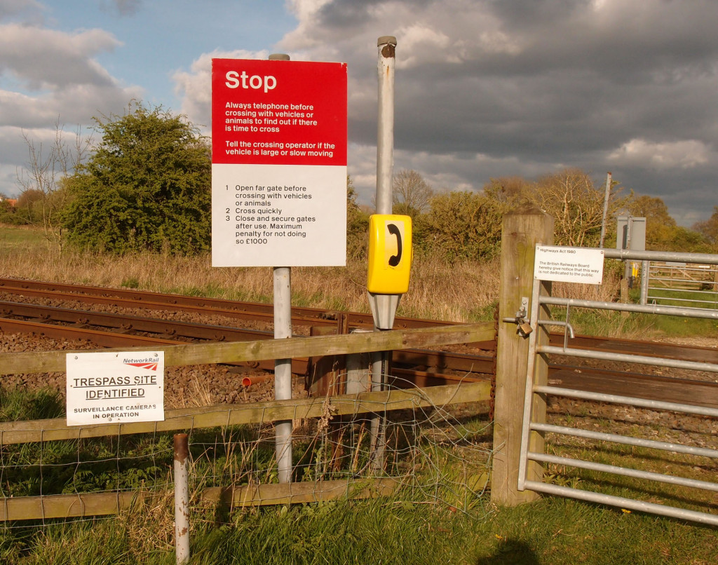 bootham-stray-line-crossing-confusing-signs-150417.jpg