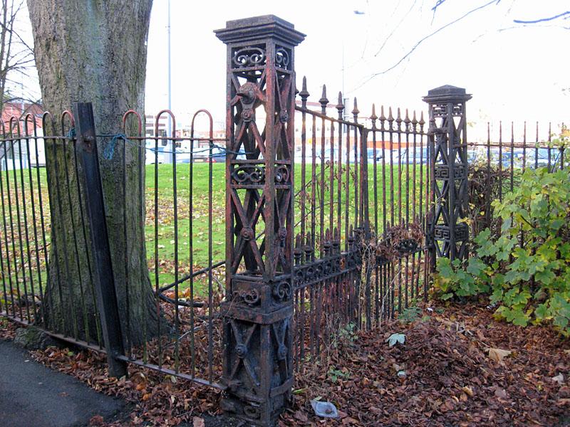 Bridge Lane gates, Nov 2012