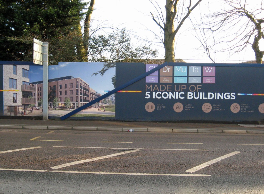 Hoardings advertising '5 Iconic buildings'
