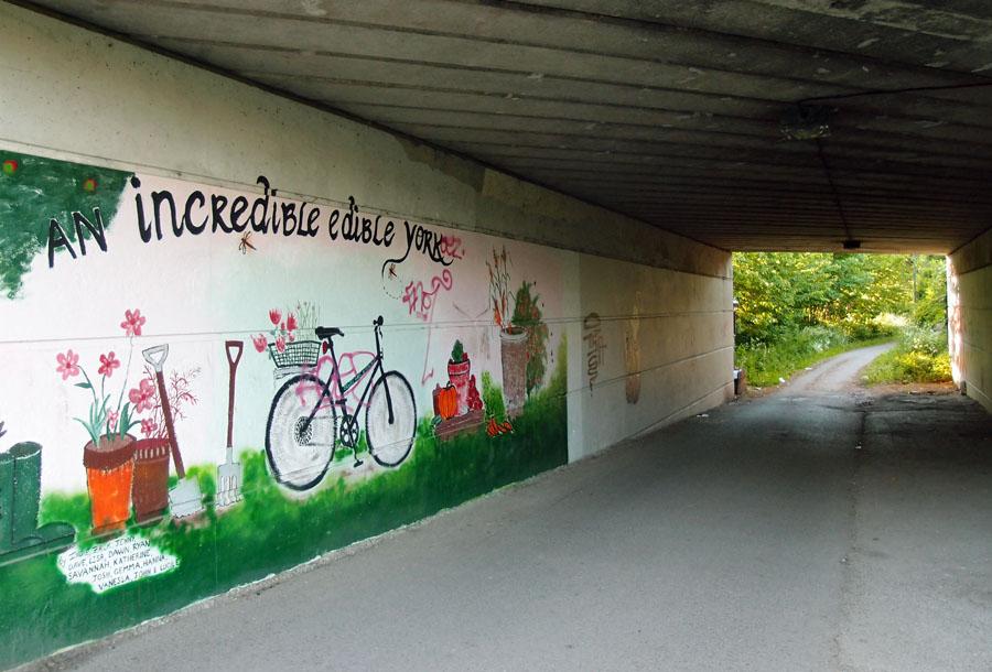 Mural/graffiti/art, cycle track, 3 June 3015