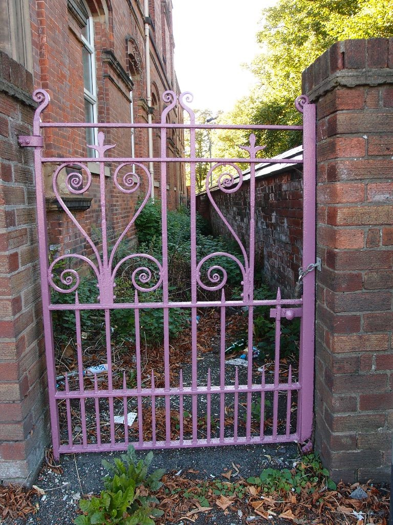 Groves Chapel, side gate, repainted, Sept 2016
