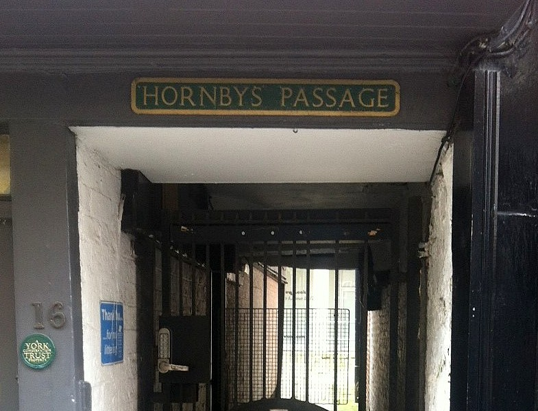 hornbys-passage-sign-stonegate-090915