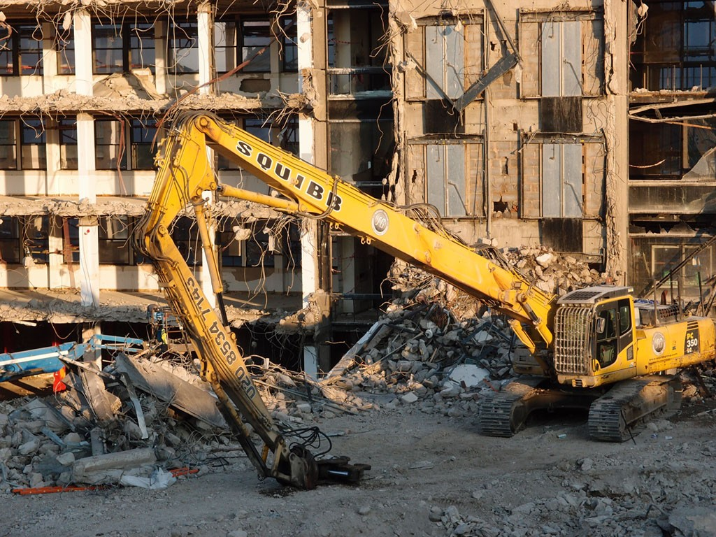 Hudson House demolition, machinery resting, 21 Aug 2018