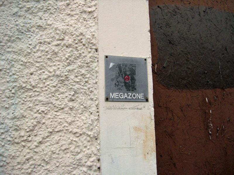 megazone-signage-17-21-piccadilly-060211