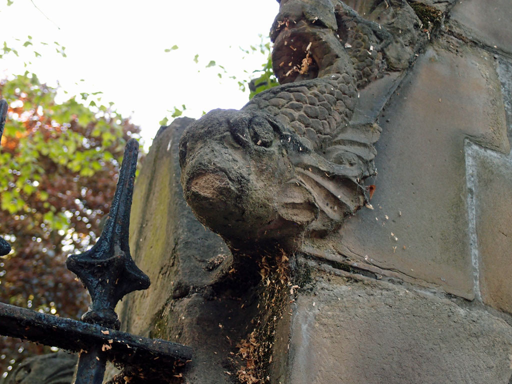 Museum Street's non-operational drinking fountain: detail