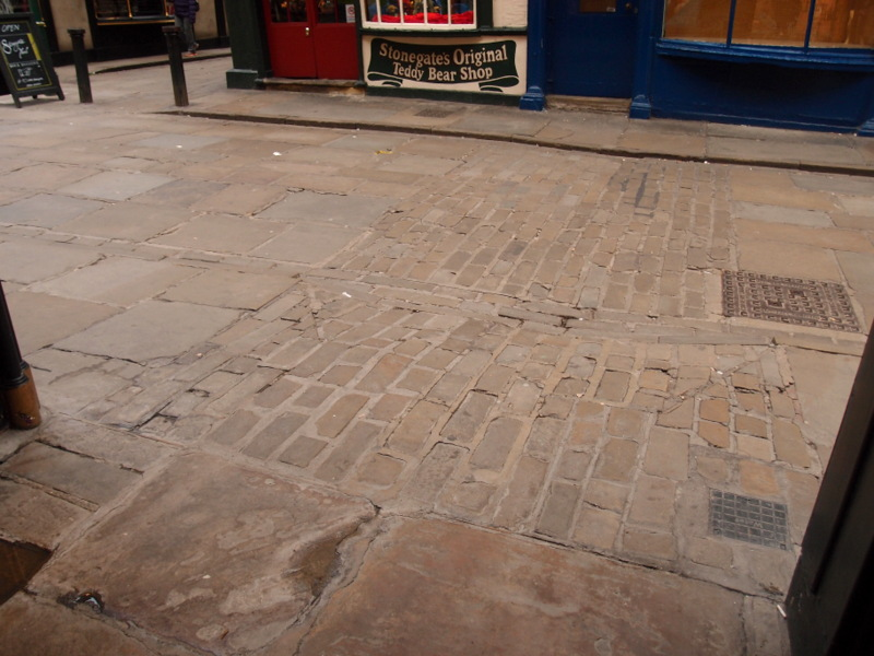 Paving detail, Stonegate, 8 Sept 2015