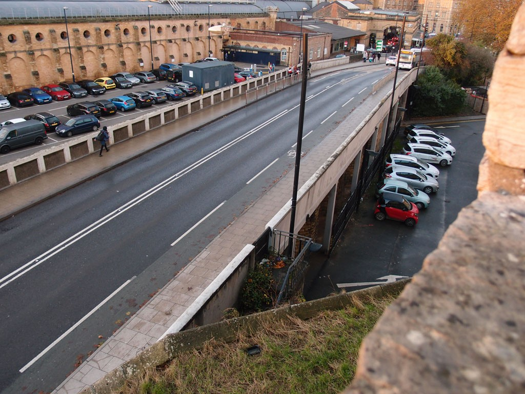 Queen Street bridge, with the station buildings behind, from the city walls, 26 Nov 2018