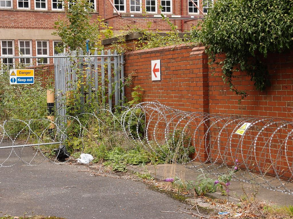 Roll out the razor wire ... Nestlé/Rowntree Conservation Area, Sept 2016