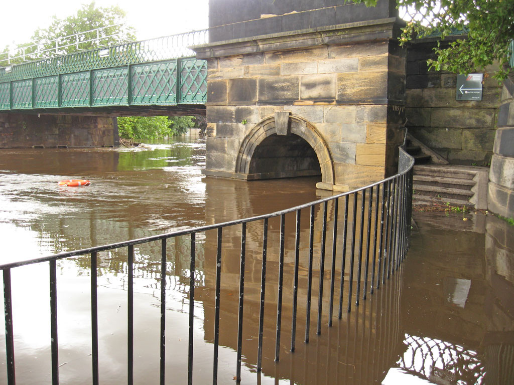 scarboro-bridge-floods-no-access-260912-1024