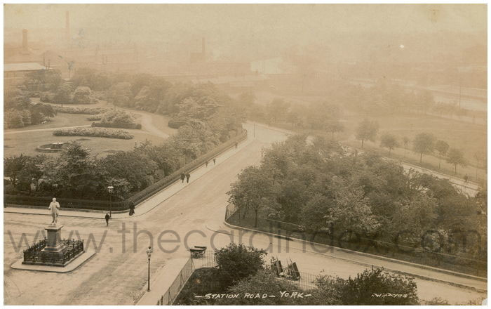 Postcard showing the triangular park covered in trees, with railings around, 1907 (thecardindex.com)