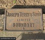 terrys-boundary-sign-290312_1024