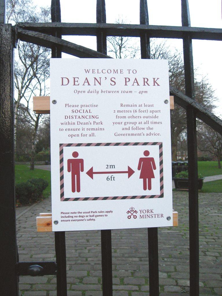 Sign, Dean's Park gate, 2 Dec 2020