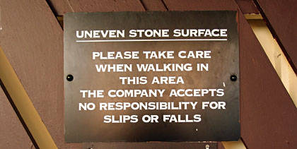 Sign: uneven surface warning