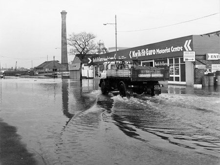 york-press-1982-floods-foss-islands