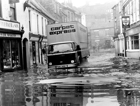 york-press-1982-floods-walmgate